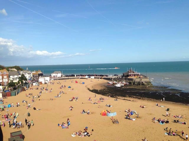 Central Broadstairs location with parking