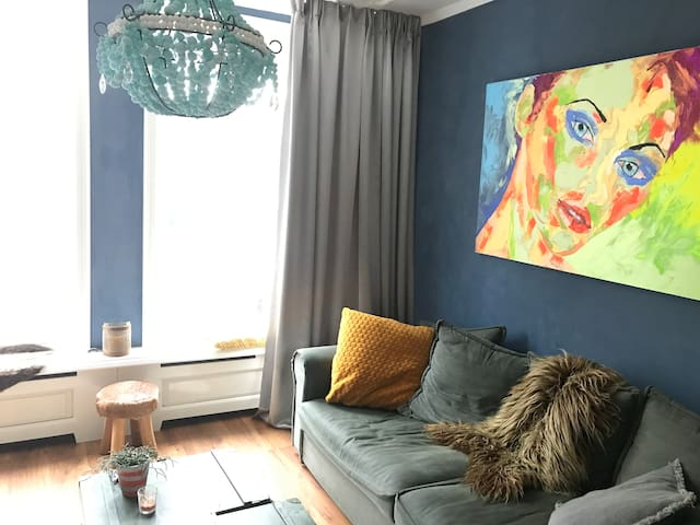 Livingroom with great couch
