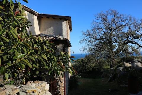 Casa in collina, vista spettacolare