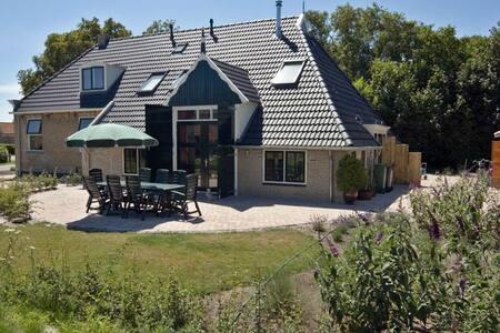 """Waddeneiland Terschelling, Studio """" Sophietje """" - Hoorn Terschelling - Casa"""