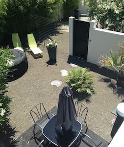 Avignon centre 5 mn maison type loft  jardin  spa - Villeneuve-lès-Avignon - Loft