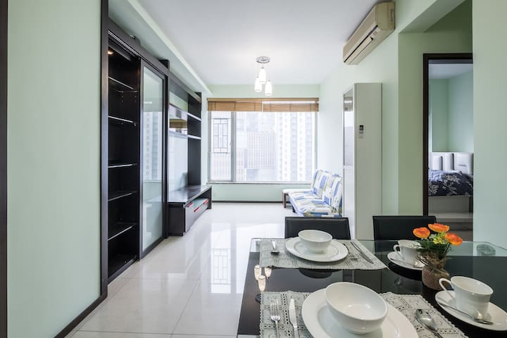 ☺ 2 Bed Awesome Apt By the MTR & Bus Stops 2 MIN