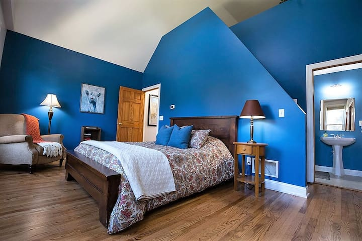 Master Bedroom features a queen bed, private bathroom, and 3rd floor loft with an additional queen and twin bed.