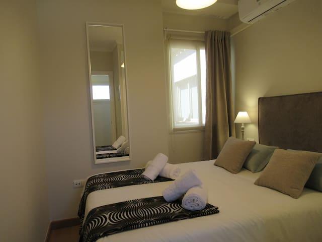 Habitación 2 con cama de matrimonio nueva y muy cómoda de 1,35x1,90, armario empotrado y climatizada