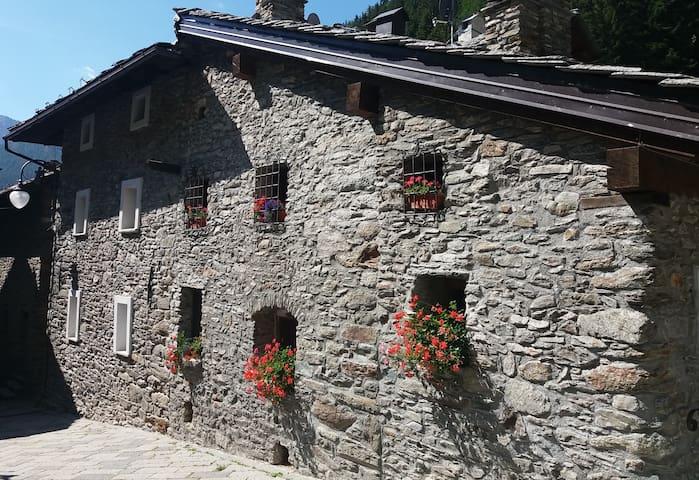 Un accogliente rifugio di montagna - Saint-rhemy-en-bosses - House