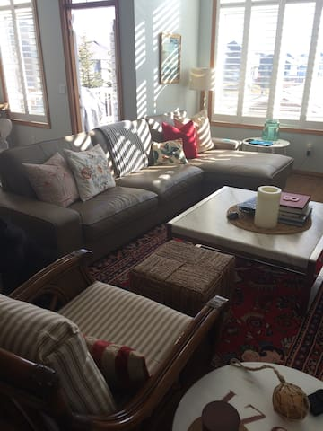Sleeps 6, Close to Airport, Attractions, Mountains - Airdrie - House