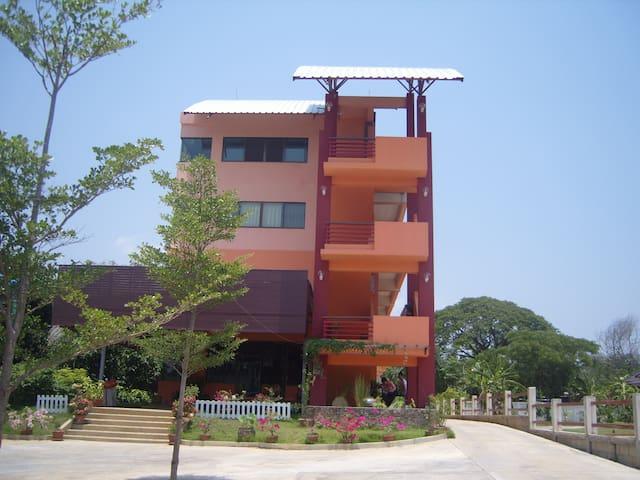 ฺBann-khun-mae apartment