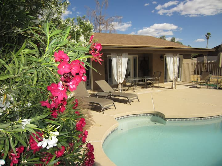 Clean Private 1-Level House Pool & Fenced Yard