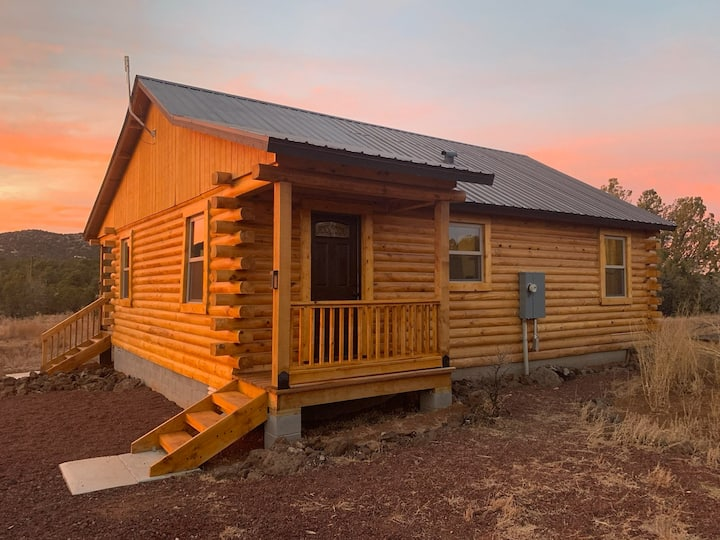 *NEW* Log Cabin w/Sunset View - Near Grand Canyon!
