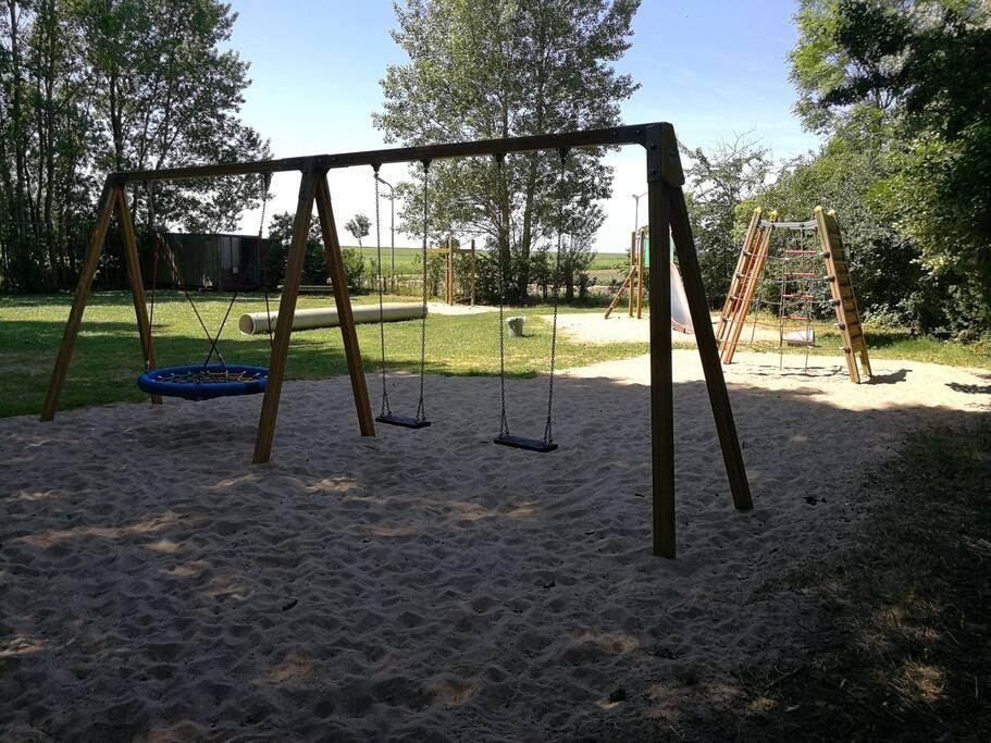 Fotos chalet volgen............Speeltoestellen ect. op het park