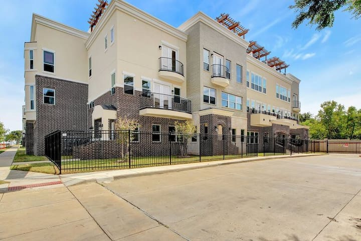 ***BRAND NEW LUXURY CONDO WALK TO AT&T STADIUM***