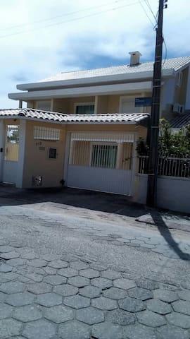 Ampla casa c/ piscina p/ até 12 pessoas-300m mar