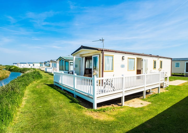 MP503 - Camber Sands Holiday Park - Sleeps 8 - Large Gated Decking - Amazing views over marshes and countryside