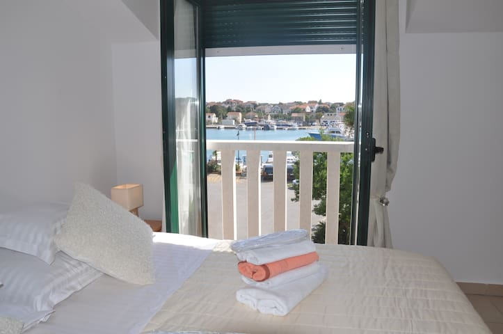 R1. COZY ROOM SEA VIEW - Jezera - Huis