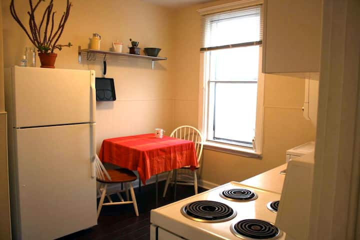 Leslieville large one bedroom apartment