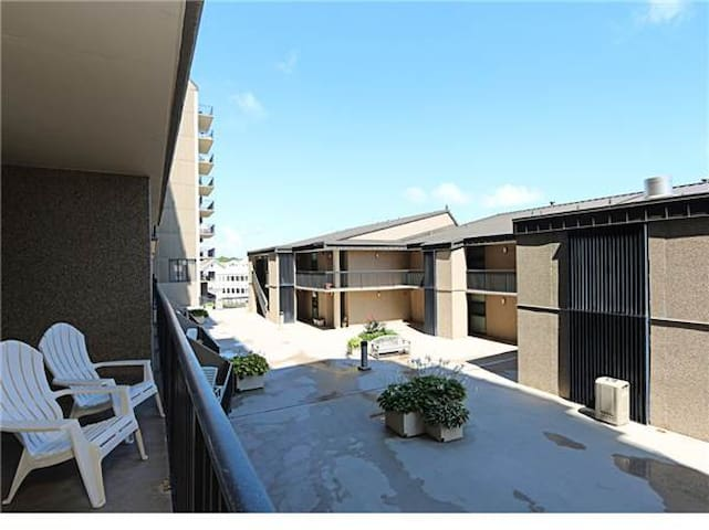A203: MINI-WEEKS! Updated 1BR, 1.5BA Sea Colony Oceanside Condo!