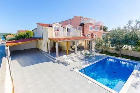 Villa Vesa ( V4091 ) - Sevid - Villa