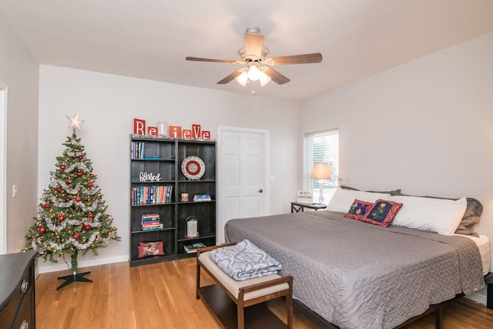 Bedroom 2 in deluxe apartment.  This can be set up as  a king bed or 2 extra long twin beds.  Jack and Jill Bathroom between Bedroom 1 and 2.  (Maximum number of people per room is 2) NOTE:  Deluxe Apartment is only available when renting 2 rooms.