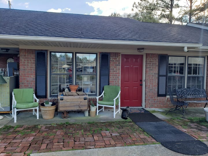 Perfect get away near Berry College and Airport.