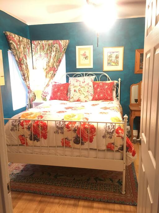 Sunny LA Guest Bedroom with Queen Bed