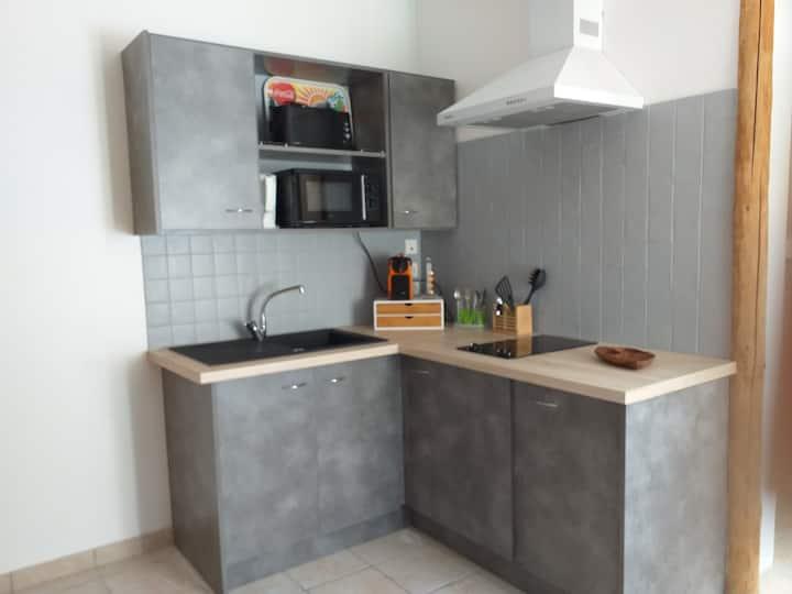 Petit appartement (studio duplex) au centre d'Aime