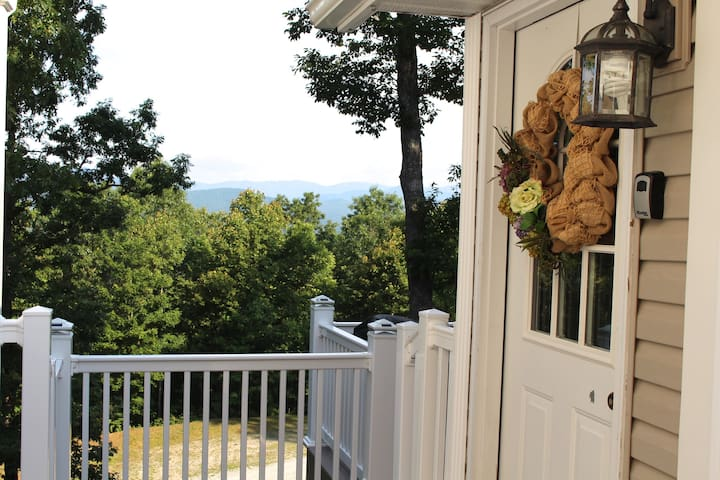 Pisgah View Retreat - gorgeous view! Near Brevard. - Pisgah Forest - Apartamento