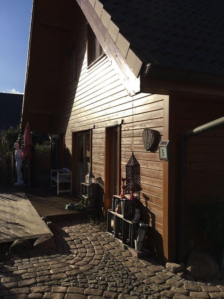 Superschönes Holzhaus im skandinavischen Stil.