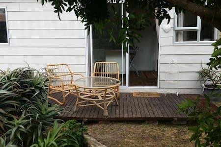 The Hideaway - Private, pet friendly cottage - Cape Town