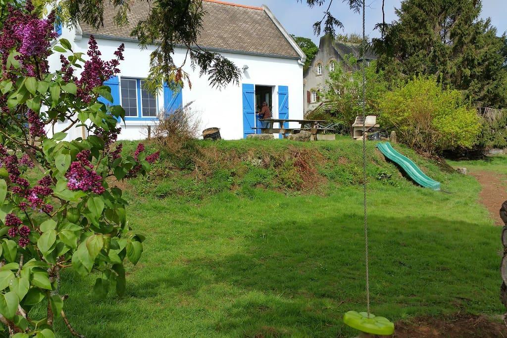 jardin avec tobogan
