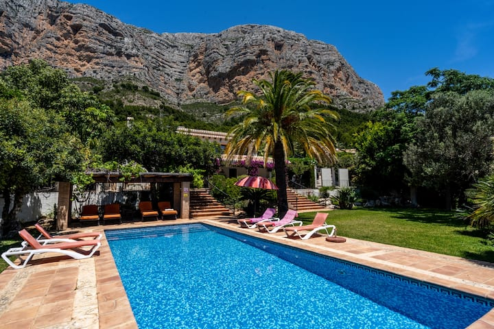 luxurious- 5-Bed Villa Scenic in Javea