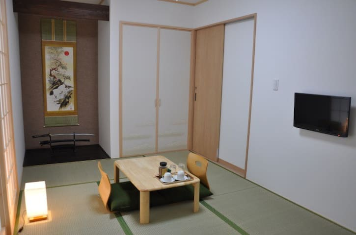 Easy access to Narita Airport/ Near train station