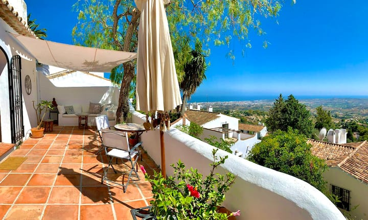 Casa Flores - Panoramic views to the coast and BBQ