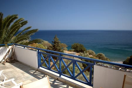 Family House with unique view of the sea. - Xilosirtis - Talo