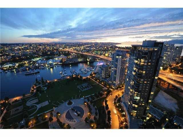 Yaletown Luxury - Breathtaking Views - Vancouver - Byt