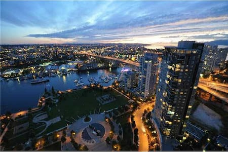 Yaletown Luxury - Breathtaking Views - Vancouver - Byt