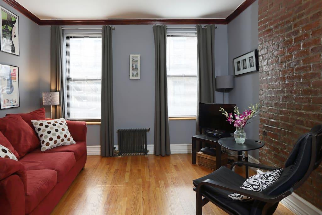 Cozy quiet 1 br apt hell 39 s kitchen apartments for rent for Hell s kitchen nyc apartments