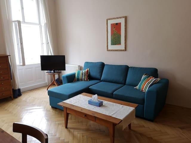"""Central flat in the Viennese """"Servitenviertel"""""""