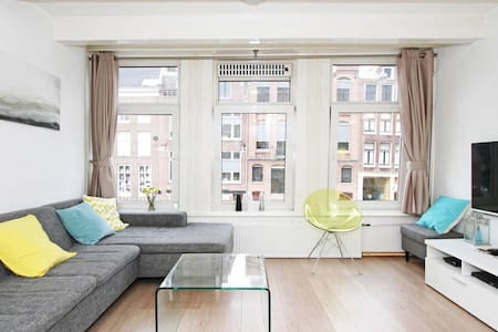 The centre of the centre! 200mb Wifi and a 3D TV! - Amsterdam - Apartment