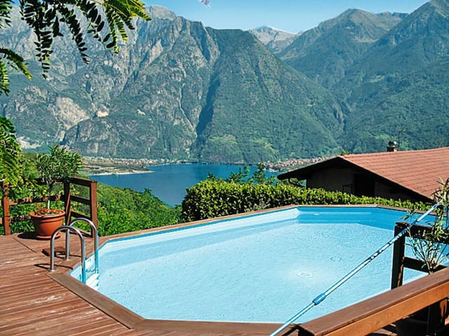Villa con piscina Albonico giardino porzCasaSimona