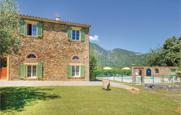 Holiday cottage with 2 bedrooms on 85m² in Santa Maria Poggio