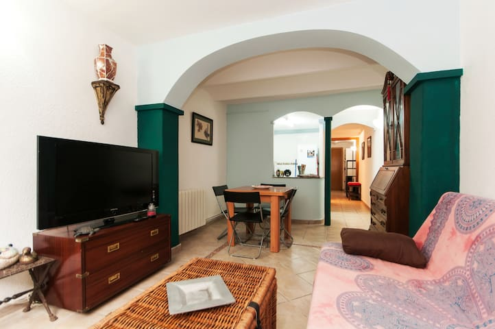 Cosy apartment in downtown Barcelona (HUTB 007847)