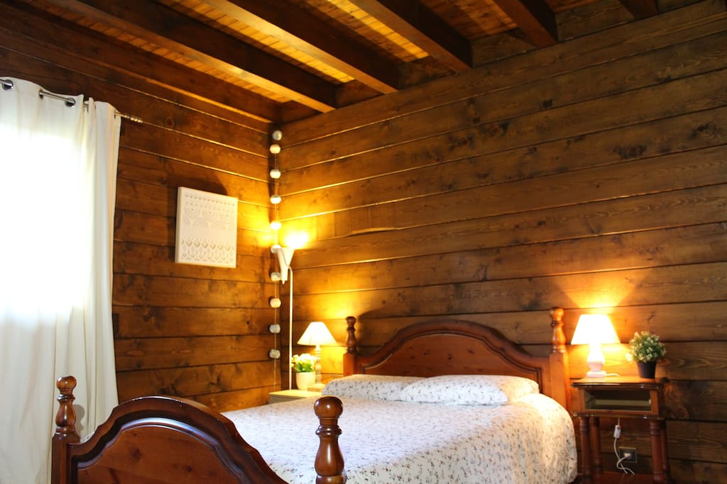 Chambre 1 : Lit double et Sdb privative + possibilité 1 lit simple