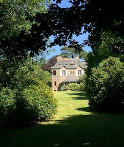 Manoir breton dans un très beau parc - Locronan - Casa