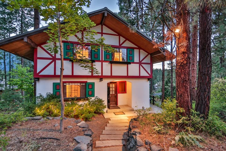 Bavarian Riverfront Retreat - Leavenworth - Haus