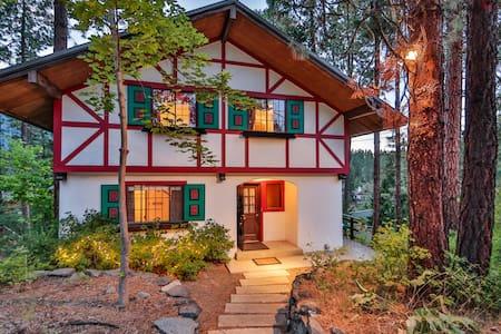 Bavarian Riverfront Retreat - Leavenworth - Rumah