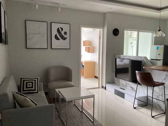 Cozy 1 Bedroom with private Balcony & Kitchen