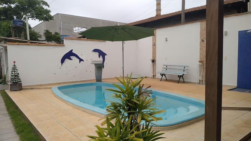 Casa ampla com piscina e ar condicionado