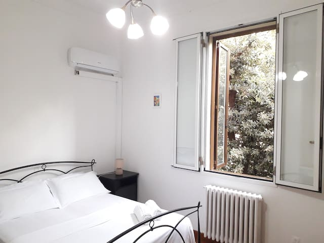 Nice Private Room in the Heart of Bologna