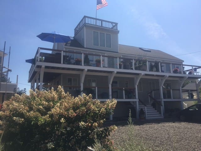 Luxurious 3 Story Beachfront Home. Newly furnished - Newburyport - Outro