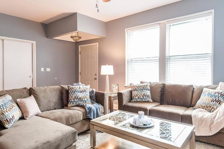 Group-Friendly Duplex –5 BR, Great for 2 families